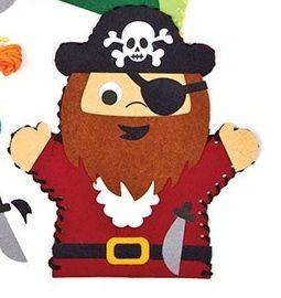 První šití, maňásek pirát, vínový